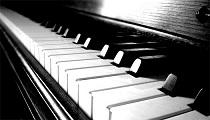 """""""Ágyúk és virágok"""" – tárlatvezetés és zongorakoncert"""