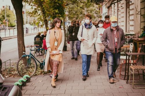 Kortárs séta az 1 Művész 1 Porta installációi között