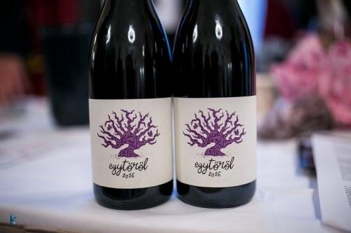 Palack és 0,75 válogatás borok tesztje