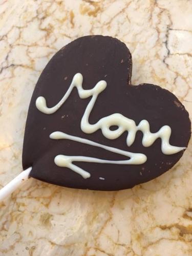 Anyák napi csokinyalóka készítő és rajzoló workshop